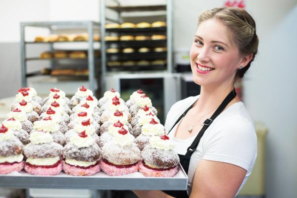Bree Scott: Glamour Cakes